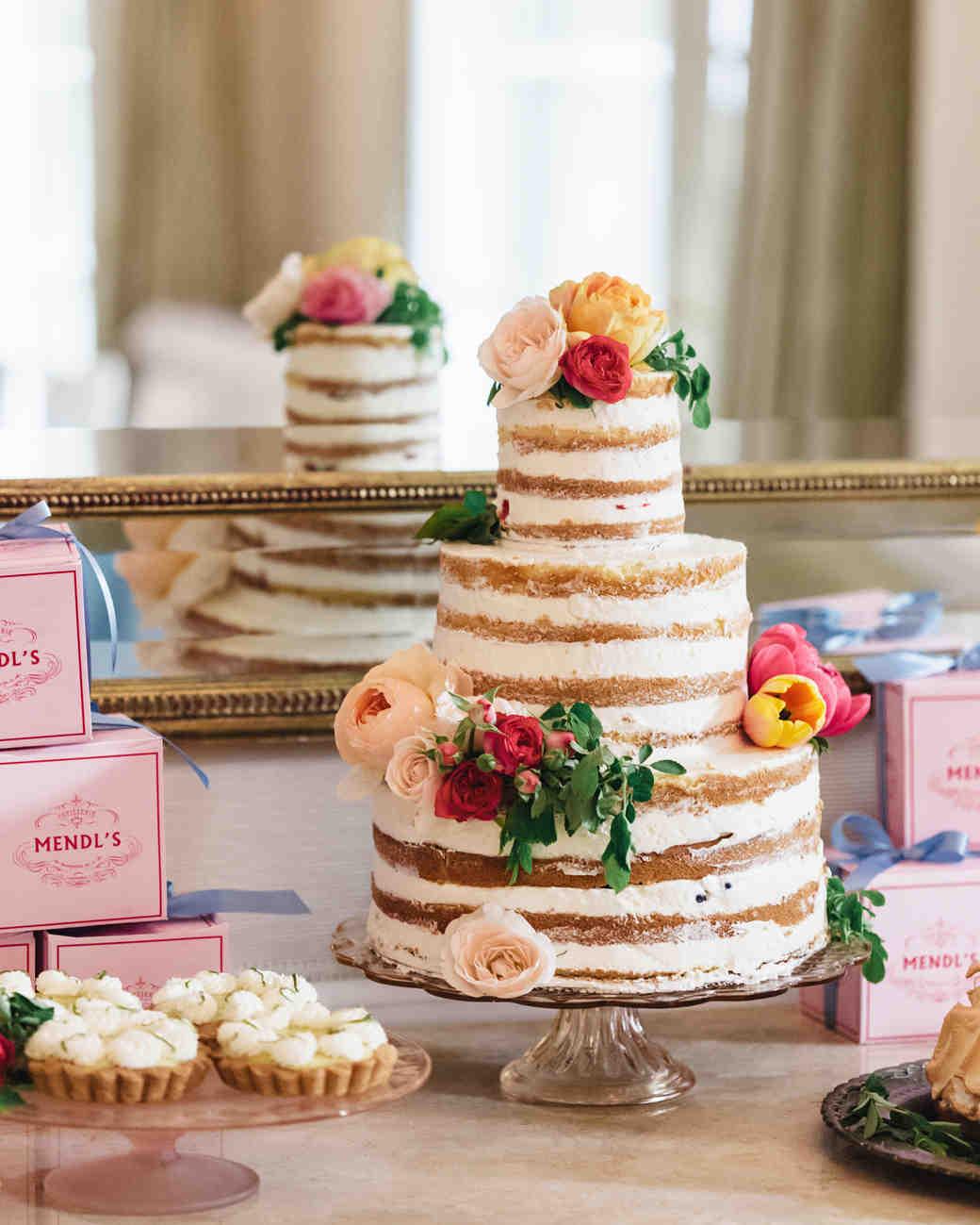 Торт с открытыми коржами и цветами