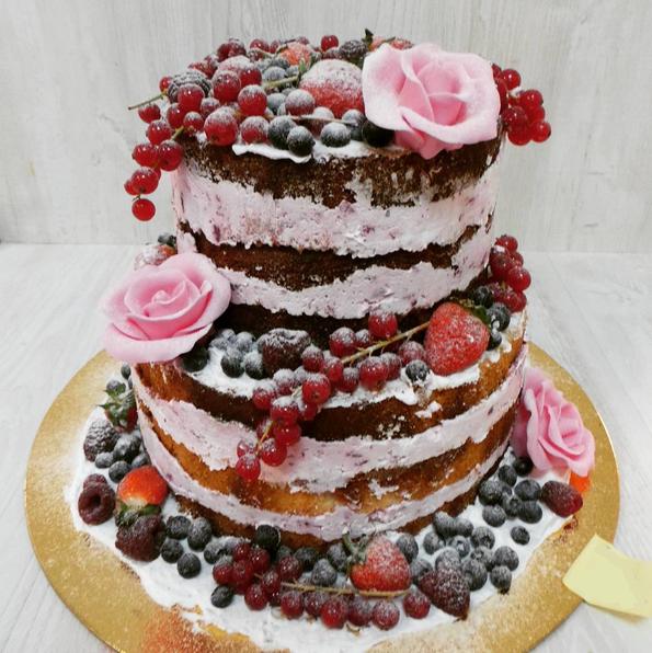 Свадебный торт с ягодами весом 3 кг