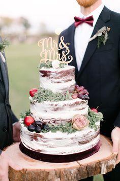 Свадебный торт с открытыми коржами и топпером