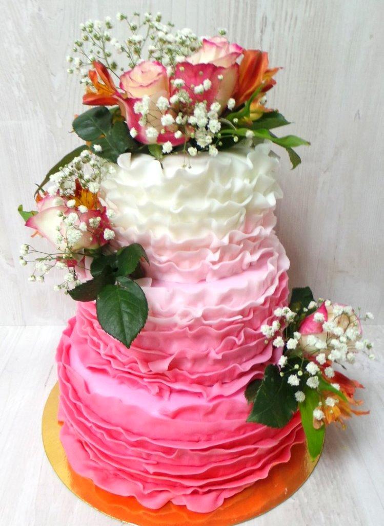 Торт 7 кг розовый градиент с цветами